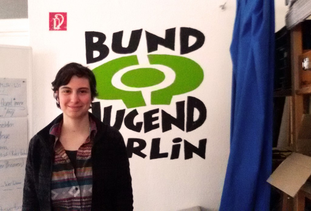 Sirena in front of the logo of BUNDjugent